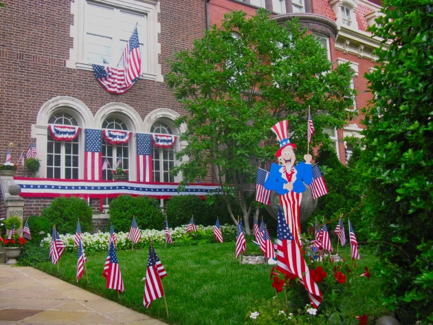 Una casa en Washington, DC, decorada para el 4 de julio